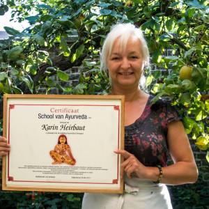 Karin met Ayurvedisch diploma
